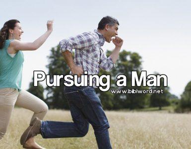 ¿Es correcto buscando a un hombre perseguirlo?